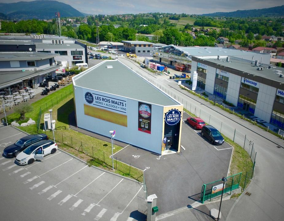250 m² de surface de vente + parking